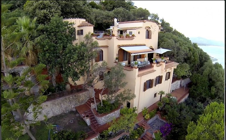 Villa due livelli panoramicissima