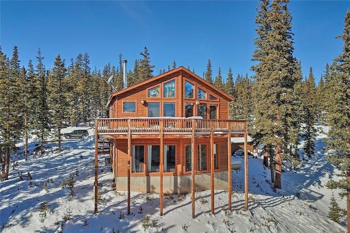 Cozy Winter Paradise - Snowy Pine Mountain Lodge