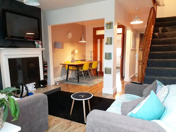 Ashton Terrace - Central, cosy & clean