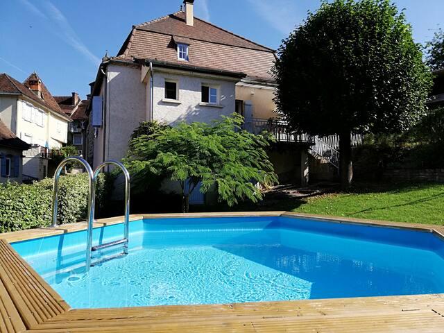 Maison quercynoise avec piscine pour 4 personnes