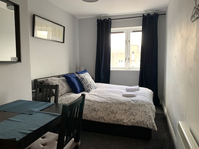 All Airbnb City Apartment — Cosy Double Room