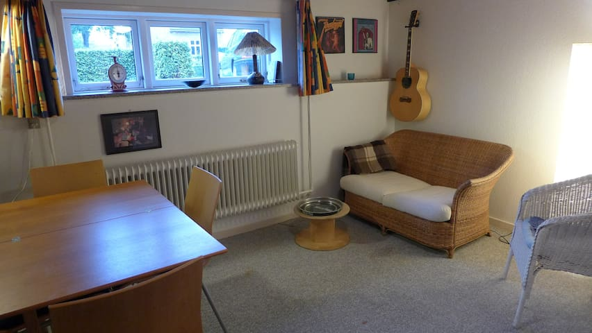 Cosy room, free parking, quiet street, central