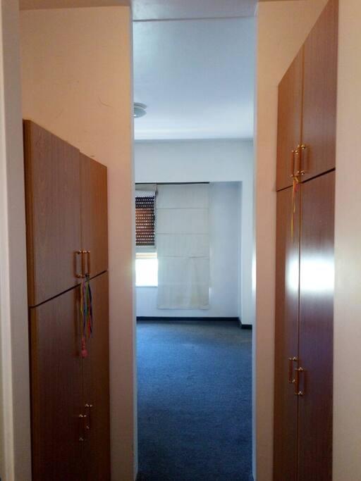Dormitorio en suite con vestidor