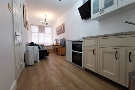 Studio Flat in Historic Charming Town Center Wifi