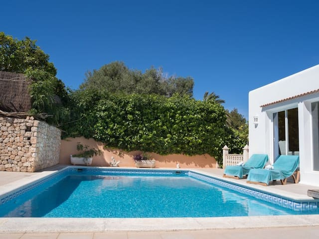 Villa near Amnesia,5 bedrooms,4bathrooms,sleeps 11 - Sant Antoni de Portmany - Huis