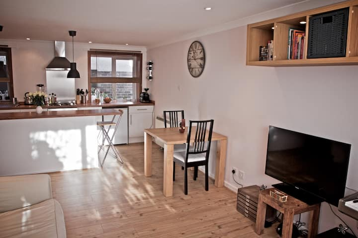 NEWLY REFURBISHED APARTMENT IN TOWN CENTRE