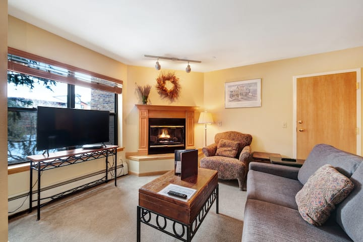 Condo in downtown Breckenridge with pool & hot tub close to skiing!