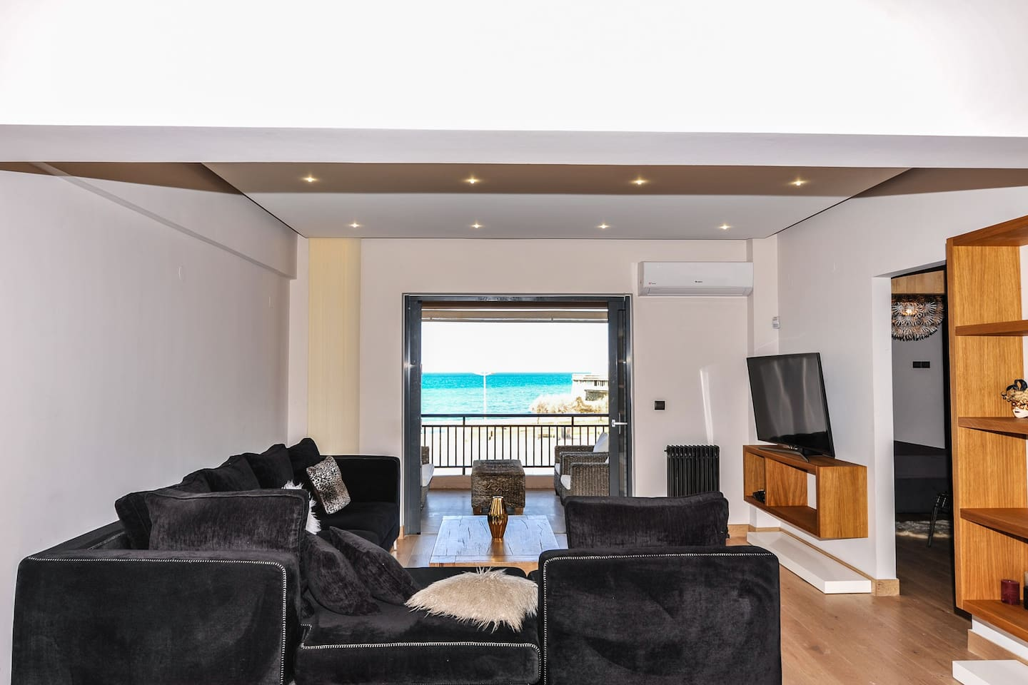 Spacious living room with uninterrupted view of the Cretan sea.