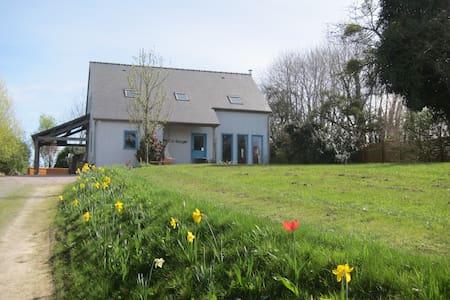 Chambre d'Hote/B&B near Dinan, Dinard and St Malo - Langrolay-sur-Rance - 宾馆