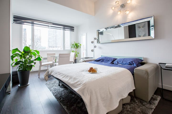1BR - EIFFEL TOWER VIEW and balcony - up to 5/6pax - Paris - Lägenhet