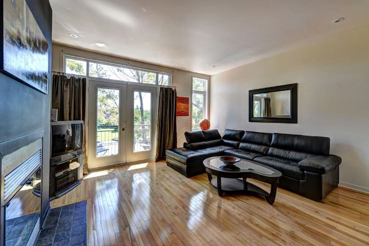 Village Chanteuse, updated 2BR 4 blocks from Metro