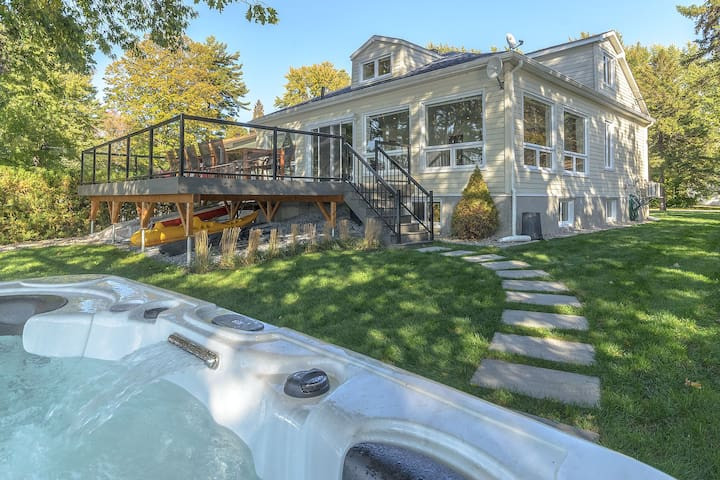 Relaxing Cottage on Lake Champlain with JACUZZI