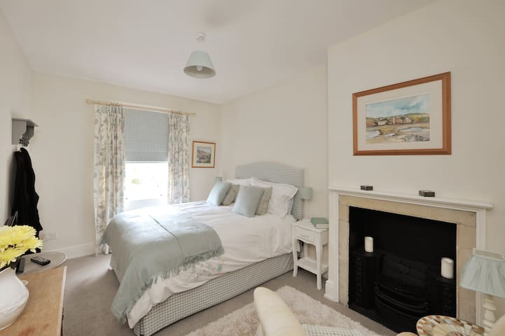 Couples retreat in beautiful Cotswolds nr Bath