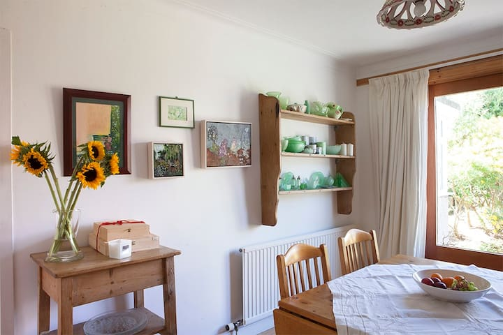 Bright, spacious double room near beach and town