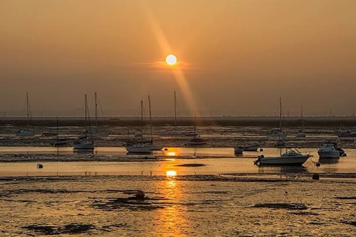 Fleetview Cottage feet from Mersea's famous Jetty