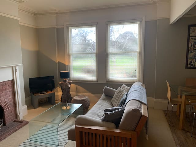 Beautiful Central Exeter Flat Overlooking Park