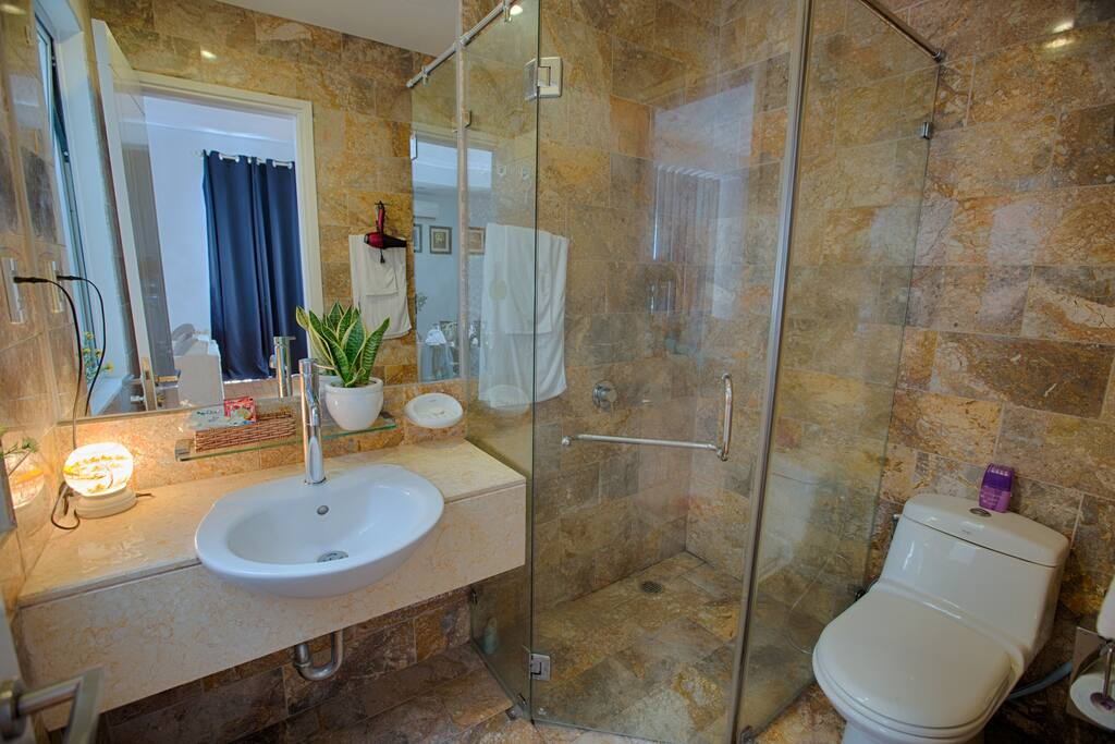 The second bathroom of the second floor suite.