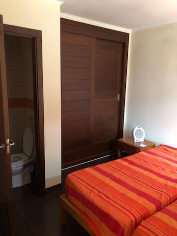 Habitación doble con bańo privado