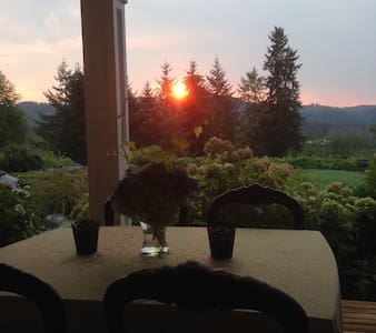WinsomeHill--Sophisticated Country Bed & Breakfast - Snohomish - House