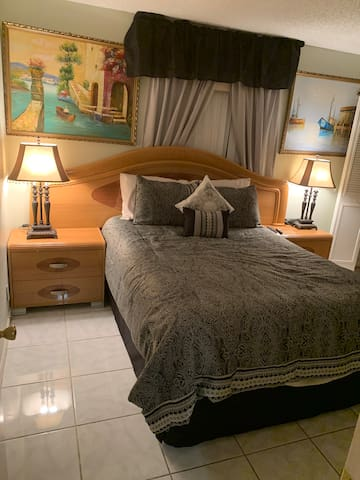 $55 per night Relax and luxurious 1 queen size bed