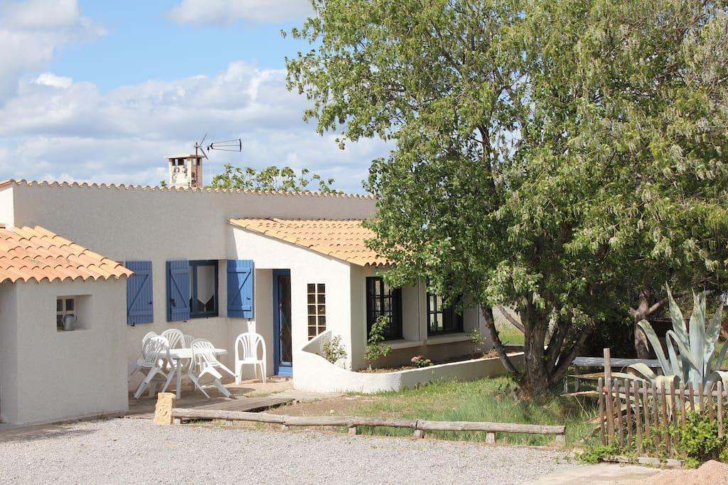 Charmante maison entre mer et campagne maisons louer for Maison vic la gardiole