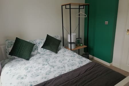 Double room near Gloucester City Centre