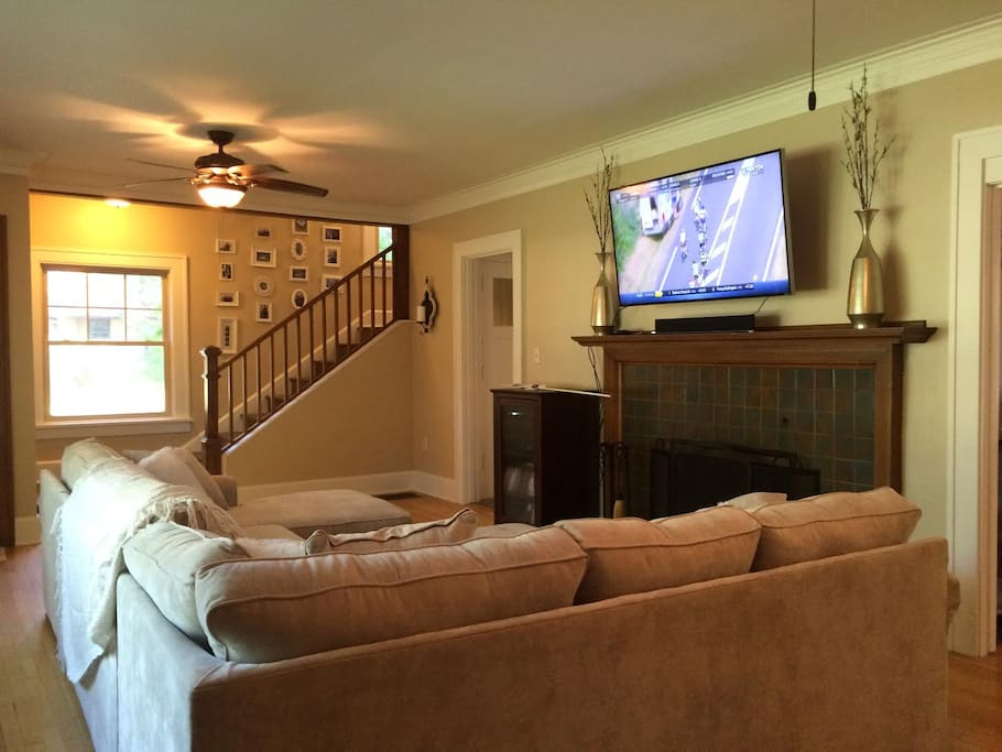 Spacious first floor living room with flat screen tv equipped with cable, Netflix, Starz, and Xbox.