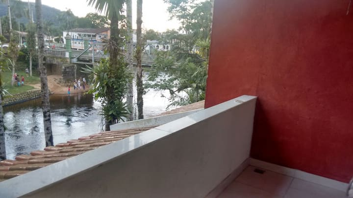 Morretes, casa na beira do rio Nhundiaquara