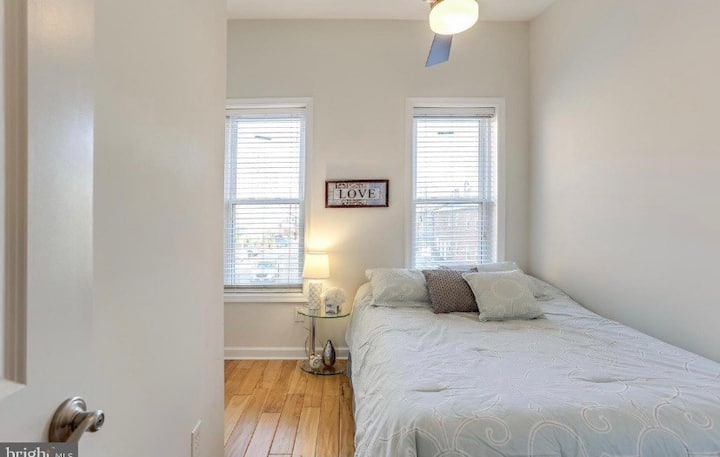 Cozy Stay in the heart of Fells Point!
