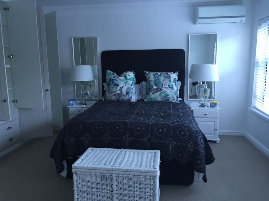 Spacious main bedroom with queen size bed.