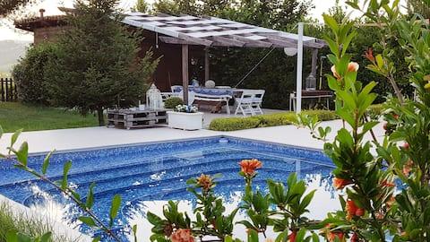 ヴィラ・ロマーノのプール付きの専用アパート