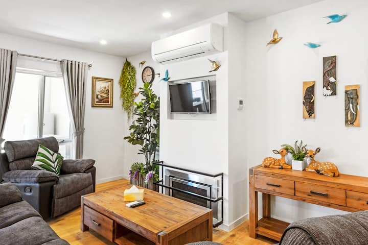 Olinda Village: Modern Two Bedroom Apartment B2