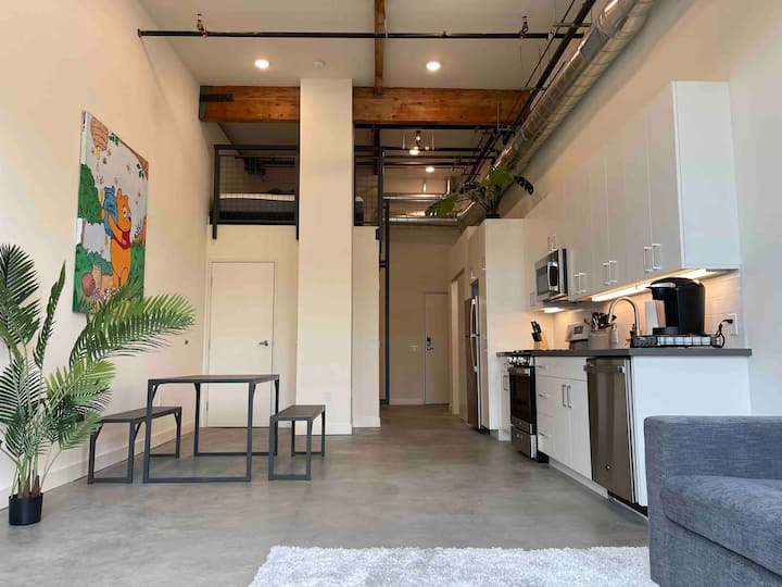 OC Luxury Loft | Food Hall+ Brand New+ Spacious