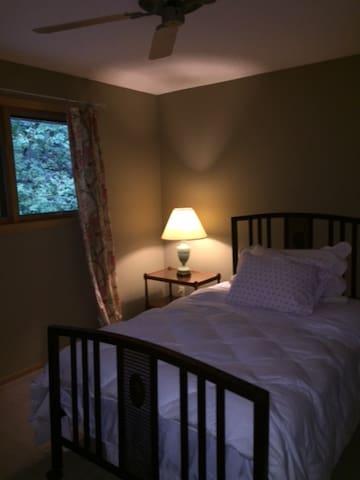 2nd Floor bedroom Queen Bed