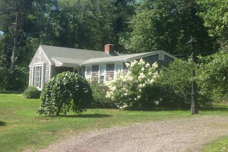 Guest House Tucked in the Woods - Westport