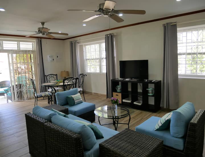 Lovely large 2bd apt, great area next to beaches
