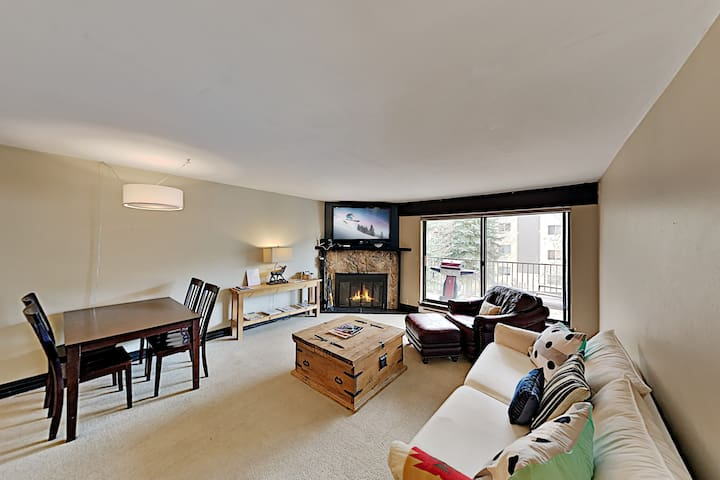 New Listing! Sparkling Condo w/ Pool & Ski Shuttle