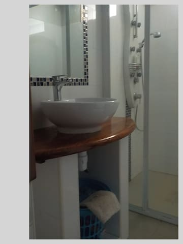Nautilus bungalow bathroom