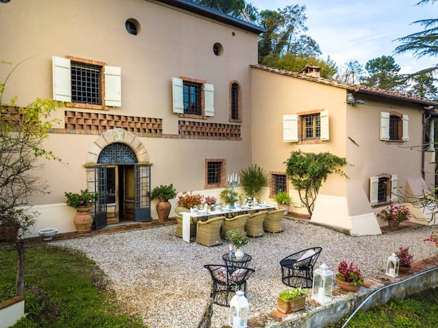 VILLA VIOLA an historic Villa with Garden in Lucca