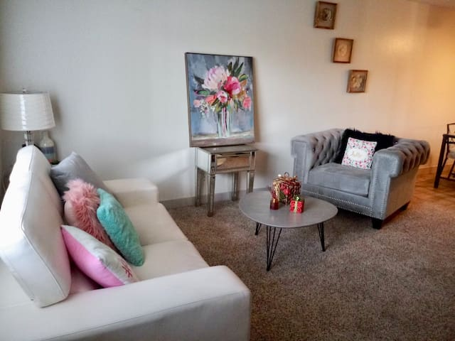 Entire Apartment Walking distance to Palms Hotel