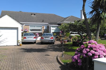 Charming detached bungalow Howth Twin Room