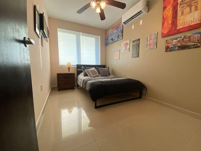 Fifth room. Quinta habitación.