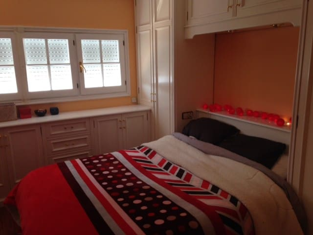 Quiet, comfortable double room - Barcelona - Apto. en complejo residencial