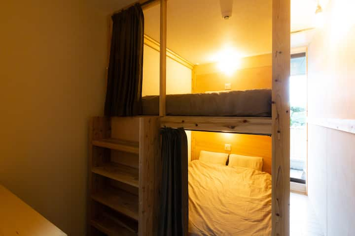 B7:《Mix-double bed dorm Max 8 ppl》shared bathroom