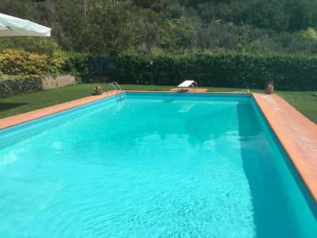 Deluxe quadruple vista montagna e accesso piscina