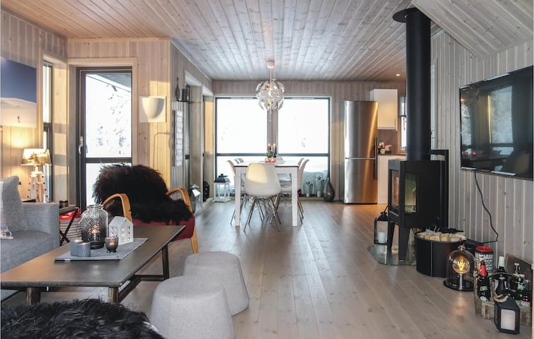 Holiday cottage with 4 bedrooms on 91 m² in Sjusjøen