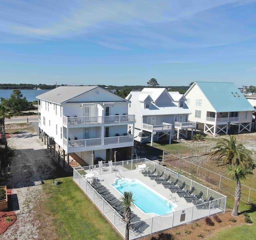 Solace II-lagoon view-short walk to beach-pool