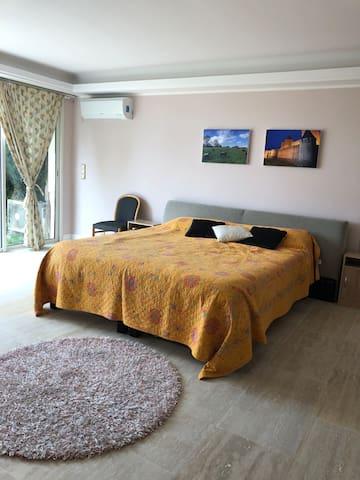 Bedroom 2 (Lower level)