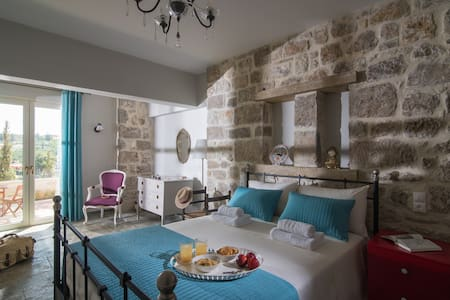 Avghi Country House Crete  •Escape.Travel.Explore•