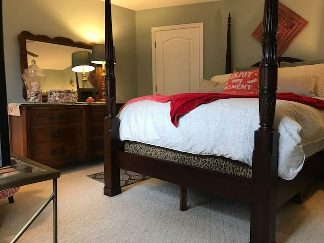 Private Historic Roswell 2 BR/1BA fit for a Queen!